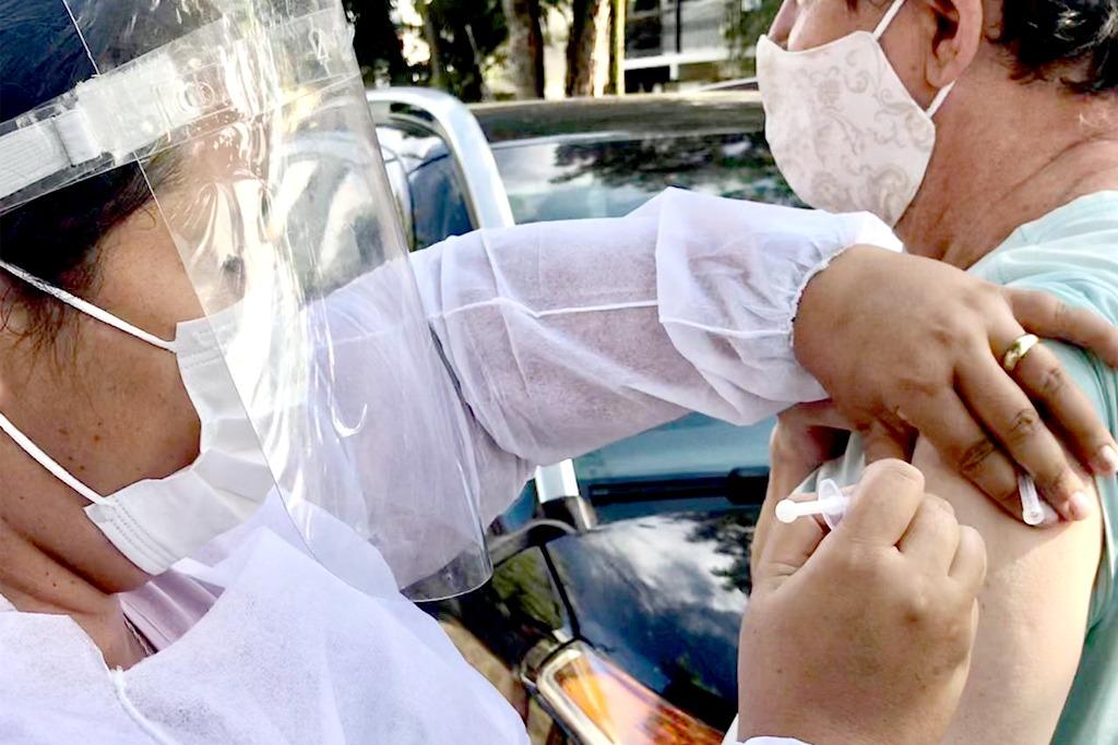 Araxá antecipa 2ª dose da vacina para idosos de 75+