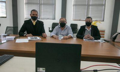 Prefeitura se reúne com a Cemig e traça estratégia para solucionar fios soltos em postes de Araxá