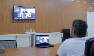 Prefeito participa de reunião com servidores da Educação