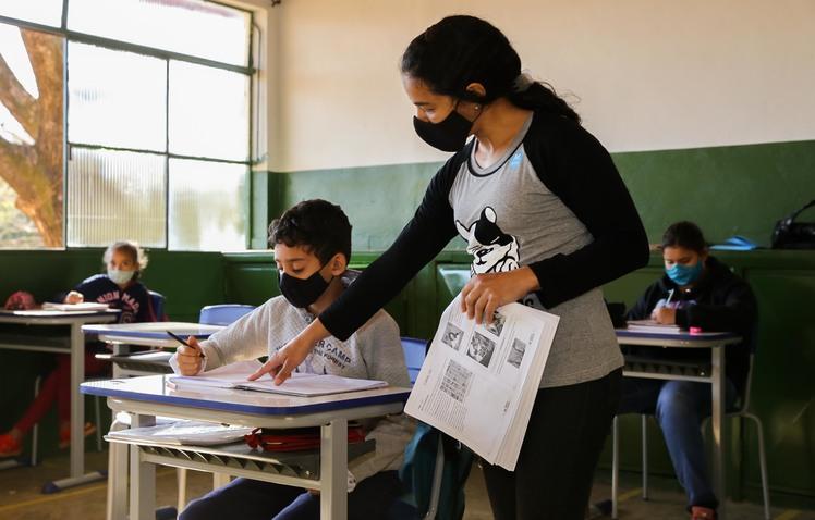 Governo de Minas retoma nomeação de aprovados em concurso público da Educação