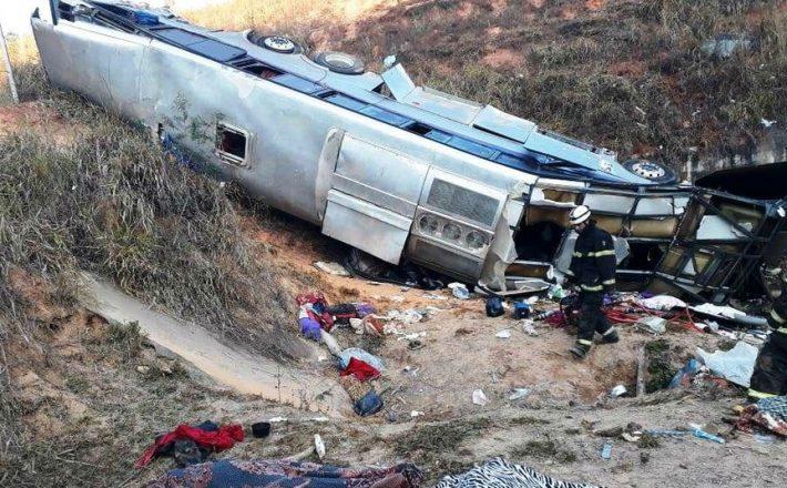 Grave acidente com ônibus na BR.146 deixa passageiros feridos e um óbito no município de Ibiá/MG.