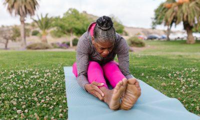 Posições de Yoga podem aliviar desconfortos na terceira idade