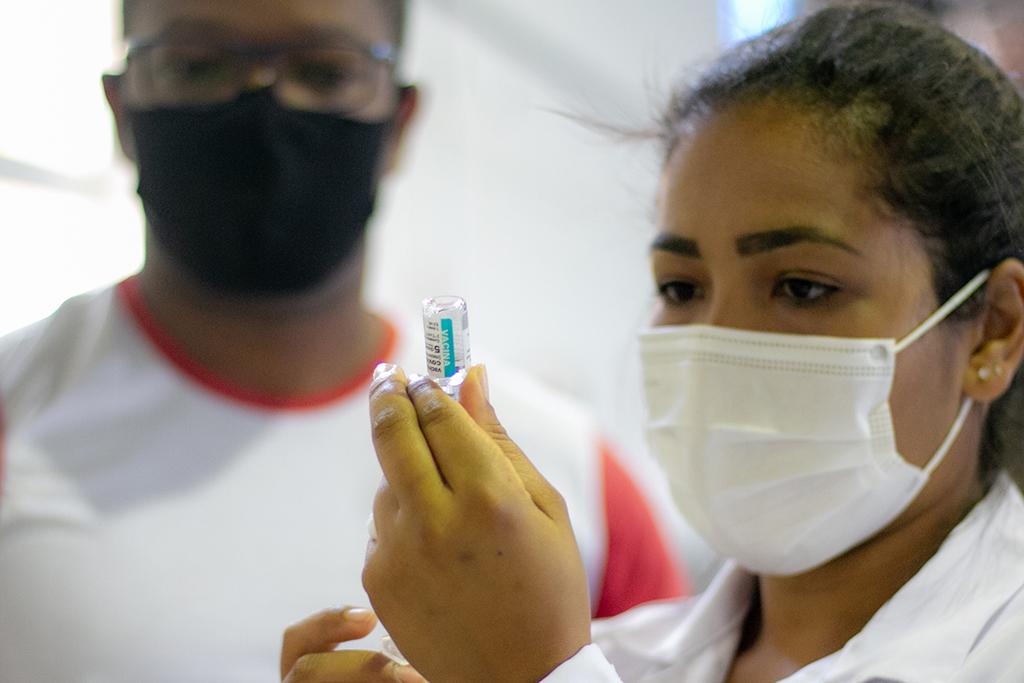 Araxá antecipa 2ª dose de Pfizer, CoronaVac e AstraZeneca para pessoas com agendamento até 4 de novembro nesta quarta; confira outras etapas